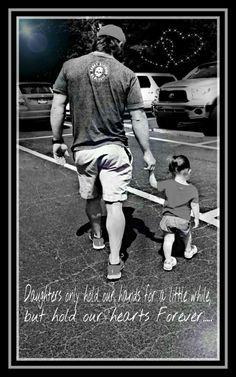 Las hijas sólo tienen nuestras manos por un tiempo, pero tienen nuestros corazones para siempre