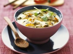 Chicken in creamy coconut sauce. Creamy chicken recipe in coconut sauce decorated with nuts Coconut Milk Chicken, Coconut Sauce, Creamy Chicken, Coconut Recipes, Creamy Sauce, Bon Appetit, Cheeseburger Chowder, Chicken Recipes, Curry