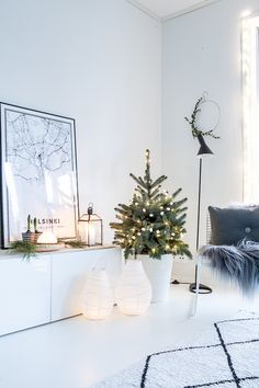 White Christmas / Christmas tree / Dreaming of a white christmas / joulu / valkoinen joulu / joulukuusi /pikkukuusi Christmas Hanukkah, Christmas 2019, White Christmas, Christmas Home, Xmas, Christmas Decorations, Table Decorations, Merry And Bright, Home