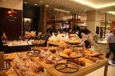 A bakery inside Shinsegae department store.