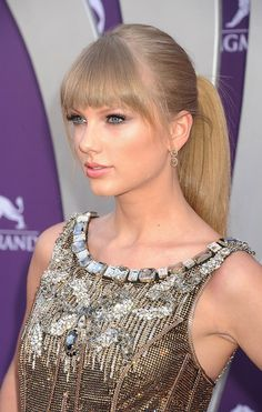 Taylor Swifts Fringey Ponytail Cute Short Hair Blond Blonde Ombre Hair Blunt Bangs
