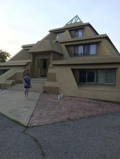 Pyramid house in Clear Lake, IA. : mildlyinteresting