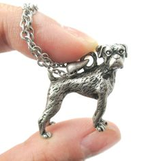 - Details - Sizing - Shipping A necklace made with a life like pendant in the shape of a Boxer dog in silver! It is full of character and super realistic! The perfect gift for a Boxer lover! For more