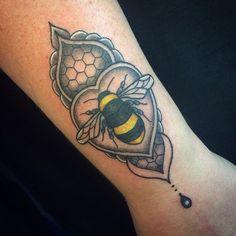 Little bumblebee on a good friend ✌️❤️✨ #tattoo #bumblebeetattoo #savethebees #tattooapprentice #art #rebekkarekkless #thirteenmachines #bournemouthtattoo #pooletattoo