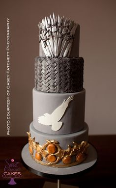 Game of Thrones wedding cake. This is definitely a piece of art. Amazing!