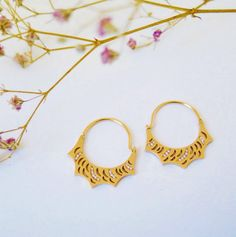 Jewels fit for an Empress. We love these Mimata gold and diamond earrings which mirror the silhouette of a tiara - €1,394 #Mimata #jewelry #luxurygifts #gold #diamonds #tiara #lovegold #diamondearrings #chic #style