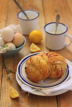 Coconut & lemon buns