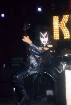 Vinnie Vincent, Peter Criss, Kiss Pictures, Kiss Photo, Love Gun, Kiss Band, Ace Frehley, Hot Band, Gene Simmons
