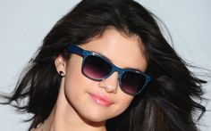 Selena Gomez picture for desktop and wallpaper