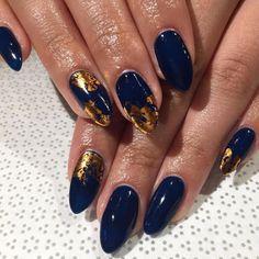 Navy and gold nail designs Gold Acrylic Nails, Gold Nail Art, Nail Art Blue, Cute Nails, Pretty Nails, Navy Blue Nails, Gold Nail Designs, Navy Blue Nail Designs, Foil Nails