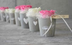 Betonbecher mit Rose Betonbecher mit Rose The post Betonbecher mit Rose appeared first on Beton Diy. Concrete Crafts, Concrete Art, Concrete Projects, Diy Projects, Christmas Lamp, Diy Y Manualidades, Clear Ornaments, Design Your Dream House, Idee Diy