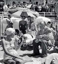 Alfred Hitchcock e Grace Kelly, Caccia al ladro Hitchcock Film, Alfred Hitchcock, Classic Hollywood, Old Hollywood, To Catch A Thief, Princess Grace Kelly, French Films, Documentary Film, Classic Movies