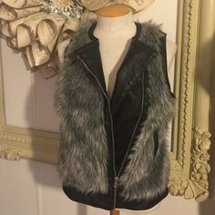 ❌last chance❌Fur vest gray • Brand : Red snap • Size : m • Conditions : Preowned excellent No fades holes or stains. • All sale are final No Refund or exchange • All item comes from a pet and smoke free home. • Thanks for viewing my listing! Red snap Jackets & Coats Vests