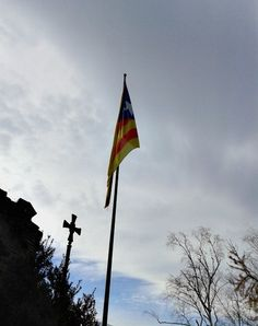16/02/2015 Senyera Olot, Catalunya, Olot, Independence by Luz Divina Balihar  #senyera #catalonia #olot #independence #sky #flag