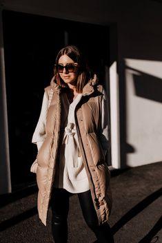 Am Modeblog zeige ich dir die schönsten Steppwesten für den Winter! Wie ich Daunenwesten am liebsten kombiniere und 3 weitere Outfit-Ideen stelle ich dir heutevor. www.whoismocca.com Casual Chic Outfits, Oversize Pullover, Outfit Of The Day, Winter Jackets, Street Style, Fashion Trends, Interior, Blog, Styling Tips
