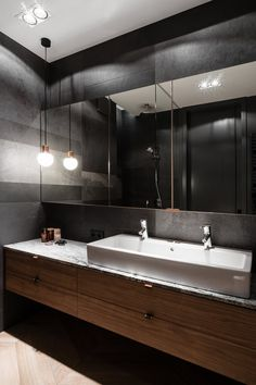 Shop online the complete collection of products Duravit. Select the best offers by Sanitary ware and design bathroom furniture and discover all the promotions on Duravit products. Bathroom Spa, Bathroom Colors, Small Bathroom, Bathroom Mirrors, Bathroom Furniture Design, Bathroom Interior, Country Chic Kitchen, Washbasin Design, Black Toilet