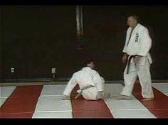 Sensei Brian Jones of Crescentwood Sakura Dojo teaches the O Soto Gari throw. Judo Moves, Ju Jitsu, Brazilian Jiu Jitsu, Dojo, Karate, Martial Arts, Physics, Yellow Belt, Mma