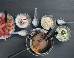 Fleischfondue chinoise - Rezeptdatenbank - Swissmilk Sauce Fondue Chinoise, Sauces, Köstliche Desserts, Soup, Tableware, Merry, Party Desserts, Food, Drawers