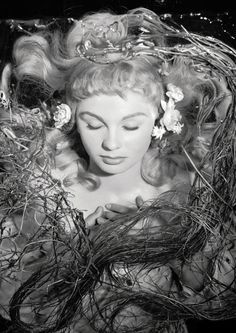 Jean Simmons as Ophelia on the set of Laurence Olivier's Hamlet (1948). Photo: Cecil Beaton.