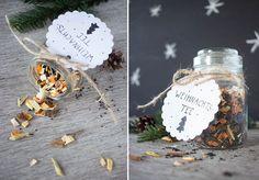 DIY Weihnachtstee kann man ganz leicht selber machen. Mit Süßholz, Anissternen und Orangenschalen schmeckt er himmlisch weihnachtlich!