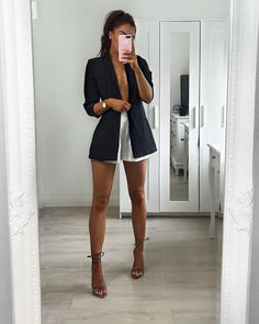 Update your work wardrobe with our Black Stripe Gathered Sleeve Longline Blazer. Blazer Outfits Casual, Cute Casual Outfits, Short Outfits, Chic Outfits, Fall Outfits, Fashion Outfits, Casual Brunch Outfit, Black Shorts Outfit, Summer Brunch Outfit