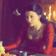 I thought Natalie Dormer played Anne Boleyn very well! Loved Anne's costumes, but she was a very crafty character Mary Queen Of Scots, Queen Anne, Los Tudor, Tudor Era, Henri Viii, Recycled Costumes, Tudor Dress, The Other Boleyn Girl, Tudor Fashion