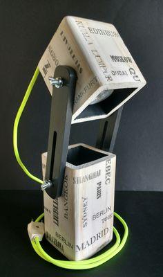 Lámpara extensible led para escritorio de madera reciclada de palet hecho a mano Concrete Light, Concrete Lamp, Desk Light, Lamp Light, Lamp Design, Lighting Design, Wood Projects, Woodworking Projects, Diy Luz