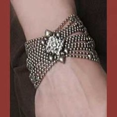 not a hgue fan of silver jewelry but i really like this!