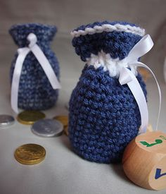 Repeat Crafter Me: Crocheted Hanukkah Gelt / Christmas Candy Bags