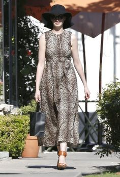 Anne Hathaway Photos: Anne Hathaway Shops in West Hollywood