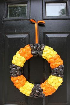 Add some spooky Halloween decor to your front door with a Halloween wreath that you make on your own. Halloween Facts, Halloween Candy, Halloween Diy, Halloween Wreaths, Candy Wreath, Diy Wreath, Wreath Ideas, Halloween Skeleton Decorations, Pinterest Projects