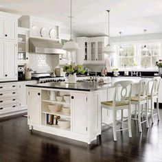 White kitchen furniture is a place that has a design that is very beautiful and clean.If you are interested with white kitchen furniture, immediately change it to your old kitchen with white kitche. Classic Kitchen, New Kitchen, Kitchen Dining, Kitchen Decor, Kitchen Ideas, Kitchen Inspiration, Kitchen Paint, Awesome Kitchen, Timeless Kitchen