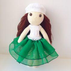 """""""Игровая куколка ростом 23 см. Связана из хлопка, волосики из шерсти. Куколка сидит и стоит прислонившись. Вся одежда снимается. Волосики можно заплетать и…"""""""