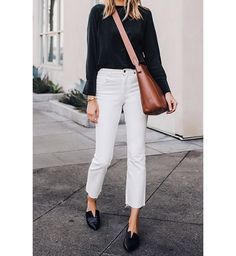 Chic Fall Look -- Everlane Black Silk Long Sleeve Top // Everlane White Cropped Jeans // Everlane Brown Messenger Bag // Vince Black Flats Cropped Jeans Outfit, White Pants Outfit, White Jeans Outfit Summer, Black Women Fashion, Look Fashion, Autumn Fashion, Classy Fashion, Fashion Outfits, Fashion Flats