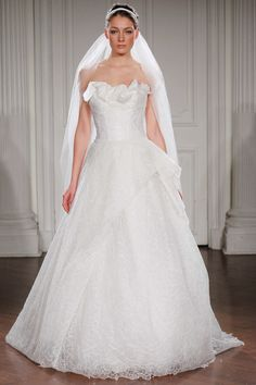 GWENETH - Strapless ball gown in beaded tulle with drapings on the bust