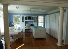 New Sewing Room Layout Cutting Tables Desks 63 Ideas Sewing Room Design, Sewing Spaces, Sewing Rooms, Sewing Studio, Sewing Room Organization, Studio Organization, Organizing Tips, Studio Table, Studio Room