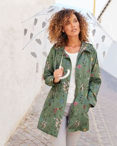 Cotton Traders Women's Showerproof Printed Jacket in Green Casual Coats For Women, Jackets For Women, Thing 1, How To Make Light, Suits You, Everyday Fashion, Outfit Of The Day, Print Design, Rain Jacket