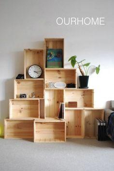りんご箱 VS ワイン箱 木箱の使い方まとめ Wood Box Shelves, Wood Boxes, Display Shelves, Modular Furniture, Furniture Design, Diy Regal, Pinterest Home, Condo Decorating, Wooden Crates