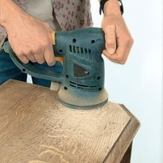 How to renovate flea market finds - sanding: restoration of a piece of furniture -