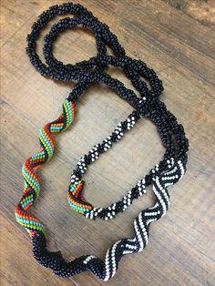 Rockin' work by Coco! Inspiración from Aleta Ford Baker Crochet Rope, Bead Crochet, Tubular Peyote, Aleta, Beaded Jewellery, Beaded Necklaces, Bead Weaving, Artisan Jewelry, Necklace Set
