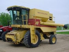 1992 New Holland TR86 Combine