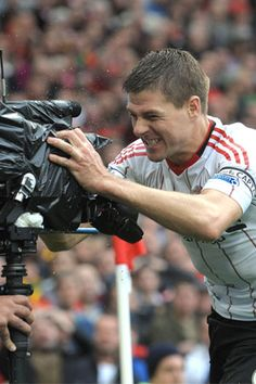I'm a Manchester United fan, but i can't hate this Liverpool legend! Steven Gerrard