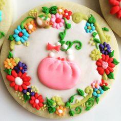 Love the flowers! cookies 昨年、初めてのクッキースワップ❗️テーマは「ガーリー」今年、初のクッキースワップが間近に迫ってる…