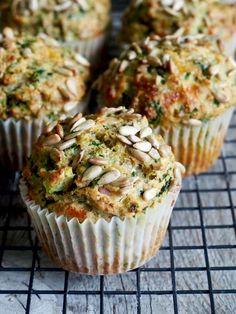 Grove muffins med ost, skinke og spinat