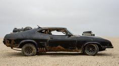 El Ford Falcon Interceptor coupé negro es uno de los íconos de Mad Max versión 1979, la primera de la saga. Las tres anteriores estaba protagonizadas por Mel Gibson, cuyo papel será interpretado por Tom Hardy en la nueva Fury Road