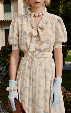 Pleated Floral Silk Midi Dress by Alessandra Rich Classy Dress, Classy Outfits, Vintage Style Dresses, Vintage Outfits, Retro Fashion, Vintage Fashion, Moda Vintage, Beige Dresses, Silk Midi Dress