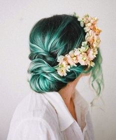 Today I'm sharing my favorite unnatural hair color inspiration and what colors I'd consider trying out myself!
