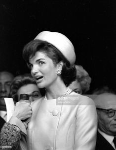Jacqueline Kennedy during his visit in Paris . On May News Photo Jackie Kennedy Style, Los Kennedy, Robert Kennedy, Jacqueline Kennedy Onassis, Kennedy Wife, Jack Johns, Jaqueline Kennedy, John Junior, John Fitzgerald