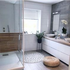 Most recent Images Modern Bathroom cabinets Style For the reason that cold-weather months loom forebodingly in the near future, home improvement along Latest Bathroom Designs, Bathroom Tile Designs, Modern Bathroom Decor, Bathroom Ideas, Bathroom Plans, Bathroom Organization, Bathroom Cabinetry, Bathroom Flooring, Bad Inspiration