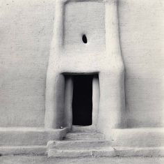 wemaketables#primativearchitecture #doorway #africanadobe loving the minimal tribal architecture at the moment!